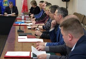 На внеочередном заседании городского Совета депутаты внесли правки в свои прежние решения и провели корректировку бюджета